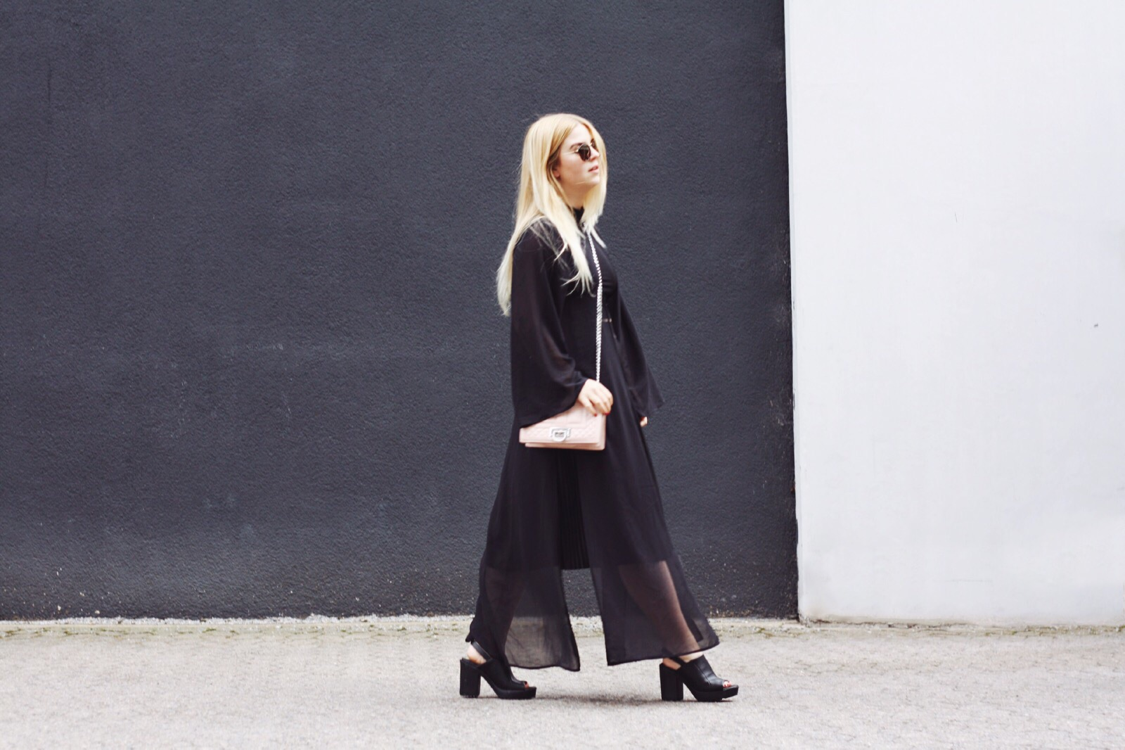 schwarz_minimalistisch_look_outfit_modeblogger