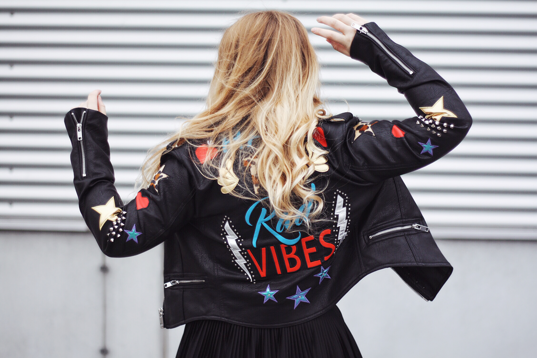 lederjacke_have_the_rad_vibes_bershka_itsgoldie_its_goldie_modeblog_fashionblog_hannover_instagram_styleinspiration_trend_patches_bloggerstyle